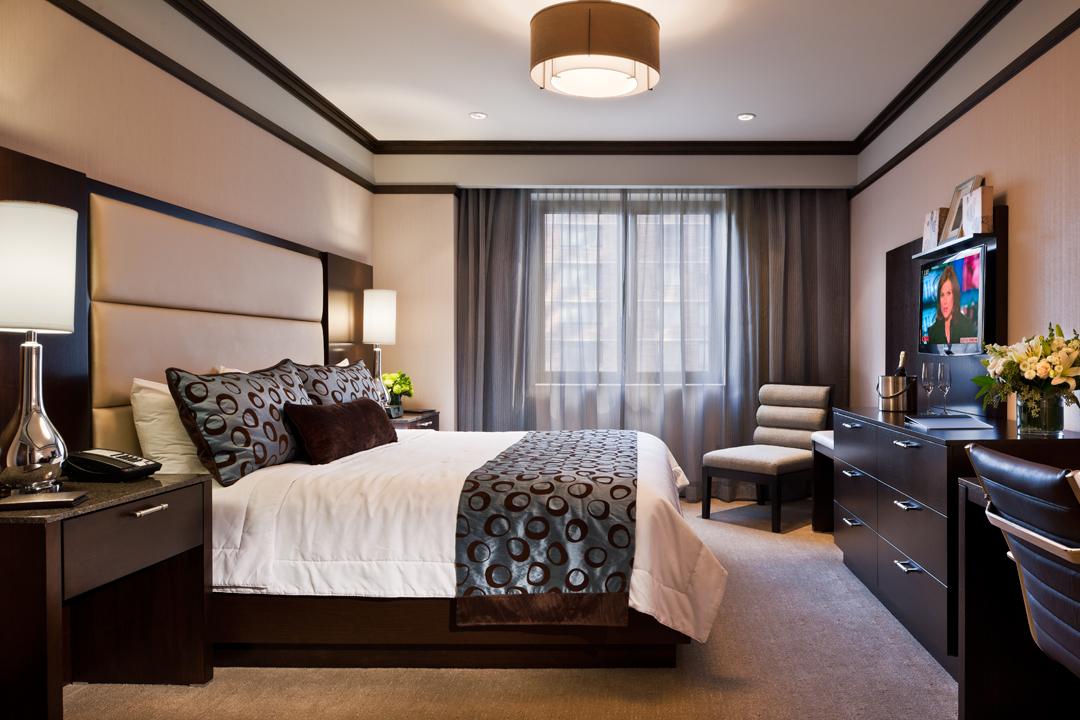 The Pearl - Deluxe King Suite bedroom