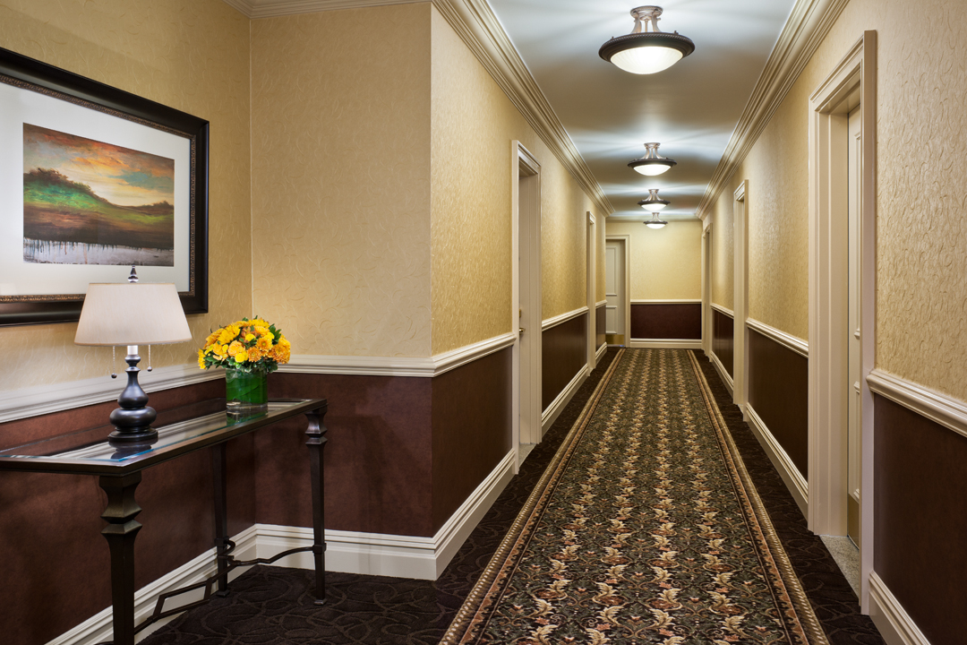 The Lucerne Hotel - Hallway