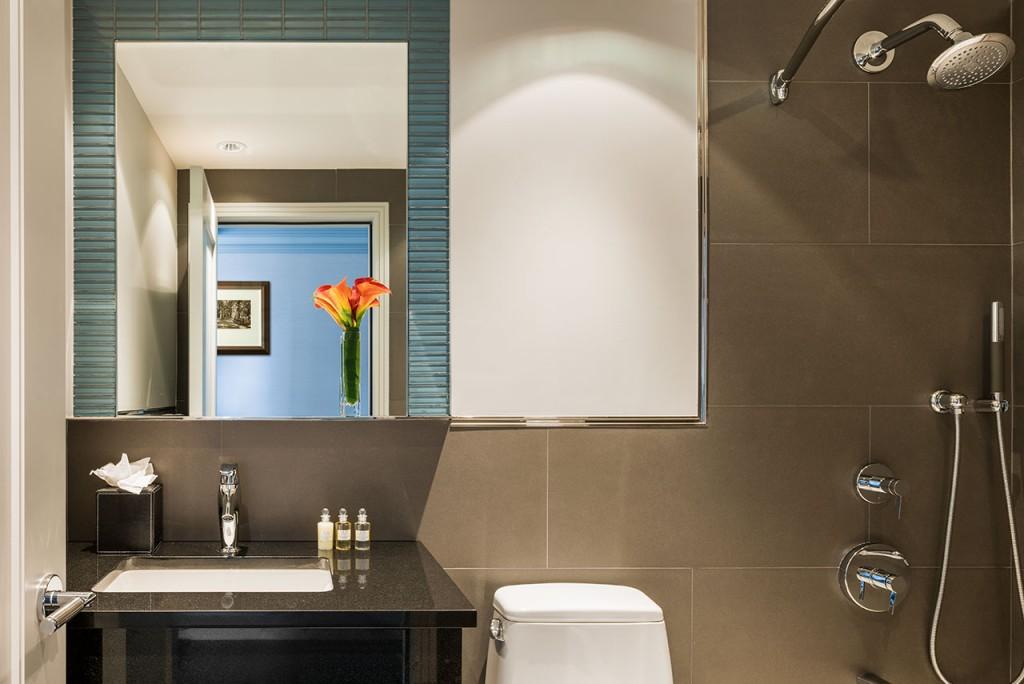 Belvedere Hotel Bathroom